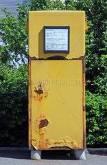 Ein alter  verrosteter Briefkasten der Deutschen Post