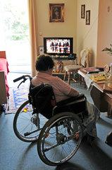 Seniorien im Rollstuhl