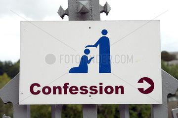 Hinweis zum Beichtstuhl in Lourdes