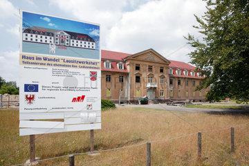 Grossraeschen  Sanierung eines Gebaeudes im ehemaligen Tagebau