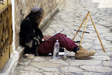 Juedischer Strassenmaler in Akko  Israel