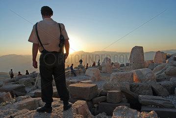 Bewaffneter Soldat auf dem tuerkischen Nemrut Dagi
