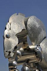 Die Skulptur Rolling Horse vorm Berliner Hauptbahnhof