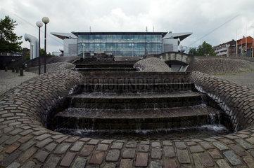 Kiel  Ostseehalle und Brunnen