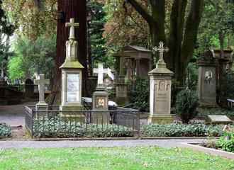 Grabkreuze auf dem alten Friedhof Bonn