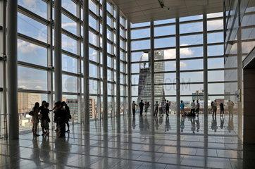 Ausblick von den JR Central Towers auf Mode-Gakuen Spiral Tower in Nagoya  Japan