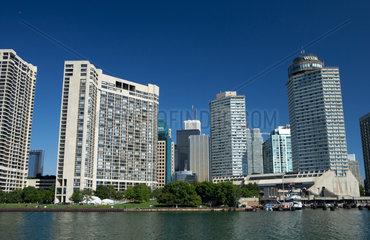 Toronto - Appartementhochhaeuser am Ufer des Lake Ontario