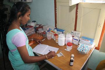Krankenschwester in einer indischen Krankenstation