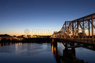 Ottawa - Blick ueber den Ottawa River nach Gatineau in Quebec
