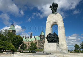 Ottawa - Confederation Square mit dem nationalen Kriegerdenkmal