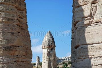 Das so genannte Love Valley in der Naehe des anatolischen Ortes Goereme