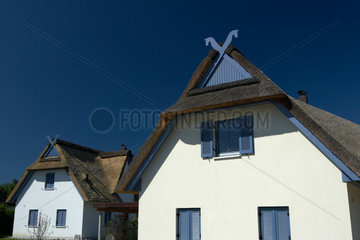 Timmendorf - Neu erbaute Wohnhaeuser mit Reetdach