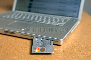 Banking und Kreditkartenzahlung per Computer