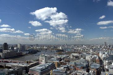 London - Blick ueber die Innenstadt mit der Themse