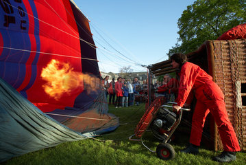 Karlsruhe - Befuellung eines Heissluftballons