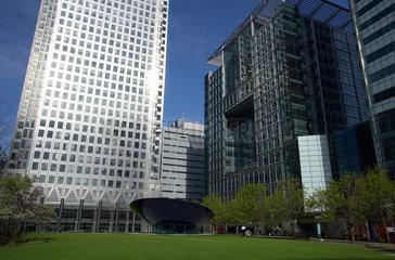 London - Moderne Buerotuerme im Finanzdistrikt Canary Wharf