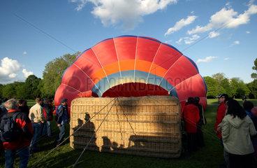 Karlsruhe - Vorbereitungen zu einer Heissluftballonfahrt