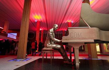 Marvin Gaye's Ostende: Eine Bronzeskulptur zeigt den Soulsaenger im Foyer des 'Kurhaus - Casino'