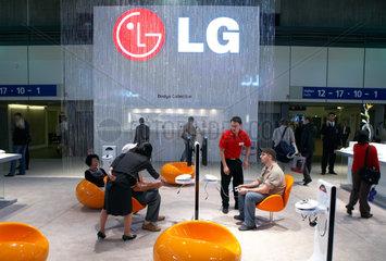 Berlin - Messestand der koreanischen Firma LG auf der IFA