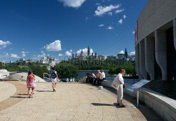 Gatineau - Am Canadian Museum of Civilization mit Blick zum Parliament Hill