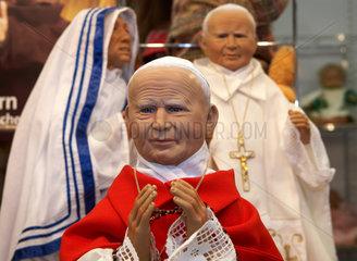 Papst Johannes Paul II  Mutter Theresa und Papst Benedikt XVI als Puppen