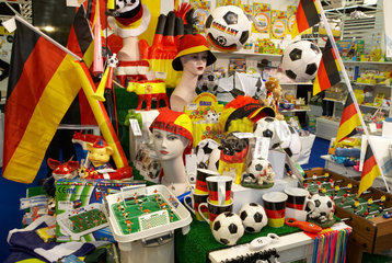 Fanartikel und Fussballartikel zur Fussball WM 2006 auf der Spielwarenmesse