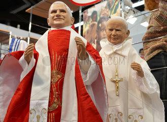 Papst Johannes Paul II und Papst Benedikt XVI als Puppen