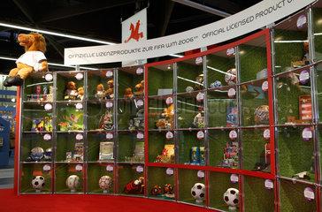 Offizielle Lizenzprodukte zur FIFA WM 2006 auf der Spielwarenmesse