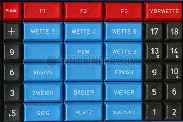 Symbolfoto  Tastatur einer Wettkasse
