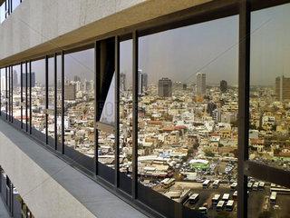Gespiegelter Blick ueber Tel Aviv