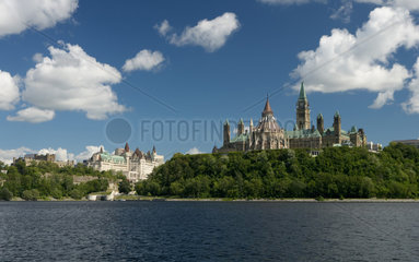 Ottawa - Blick ueber den Ottawa River zum Parliament Hill