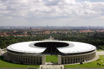 Berlin  Olympiastadion mit Blick auf Berlin