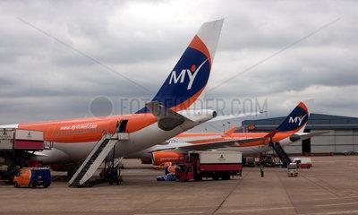 Manchester  Maschinen der Airline MyTravel auf dem Flughafen