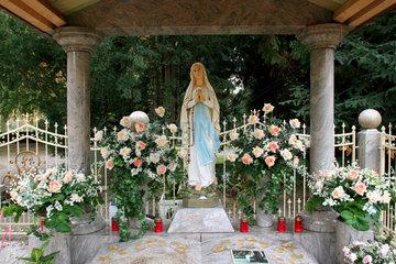 Roma Grabstaette auf dem Friedhof Beuel