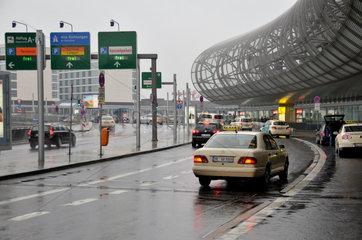Terminal-Vorfahrt am Flughafen Duesseldorf