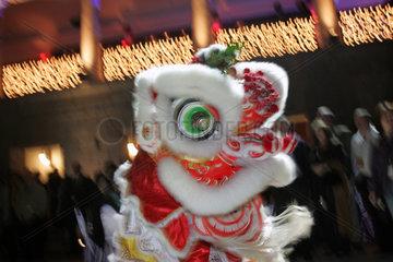 Hong Kong  chinesische Drachenfigur beim Karneval