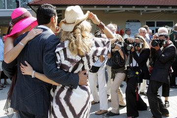 Iffezheim  Prominente posieren vor den Fotografen