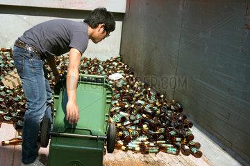 Sammelbehaelter fuer leere Bierflaschen