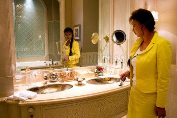 Abu Dhabi  Badezimmer einer Suite des Emirates Palace Hotel