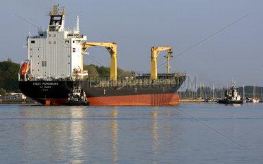 Wismar  Containerschiff im Hafen