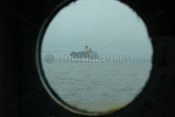 Blick aus einem Bullauge der MS Nordstjernen (Norwegen)