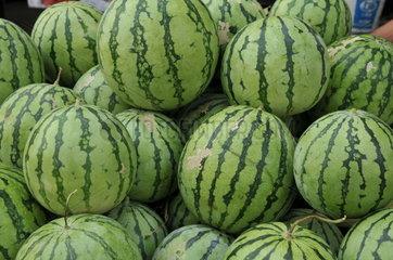 Melonen auf einem Markt in Shanghai