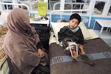 Mutter mit Kind im Indra Gandhi Hospital  Kabul.