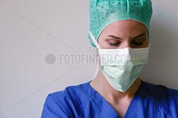 M__de Chirurgin nach einer Operation