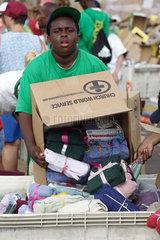 Hilfsgueterverteilung nach dem Hurrikan Katrina