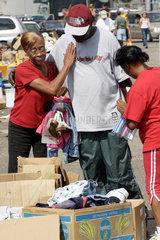 Hilfsgueterabholung nach dem Hurrikan Katrina