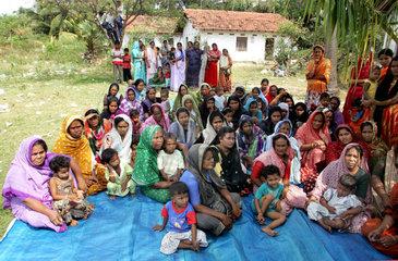Hilfsgueterverteilung fuer Tsunami Opfer