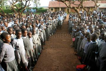 Kenia  Schulappell in der Missionsstation Nyabondo