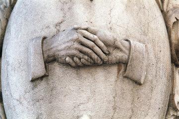 Lissabon  Symbol  sich die Hand geben
