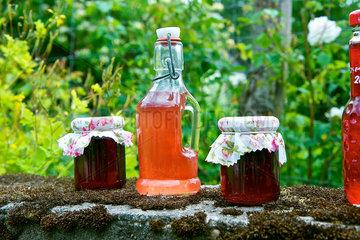 Rosenmarmelade und Rosensirup